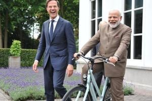In Netherlands, Dutch PM Mark Rutte gifts bicycle to PM Narendra Modi