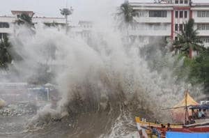 Big wave sweeps away 17-year-old into sea at Mumbai's Marine Drive