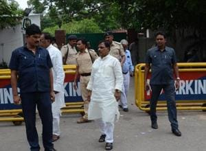 A seemingly unending stream of RJD supporters visited party chief Lalu Prasad's house in Patna on Sunday.
