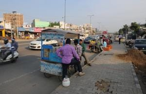 Encroachment by street vendor's at Sohna road cause traffic jam in Gurgaon.