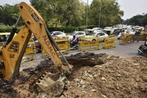 Bumper-to-bumper traffic was reported from India Gate's C-Hexagon after a part of the road caved in affecting vehicular movement.