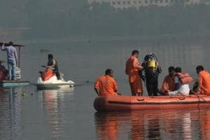 Mumbai woman jumps into Powai lake, security guard pulls her out