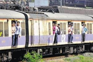 Mumbai railway staff averted major accident, alerted seniors about...