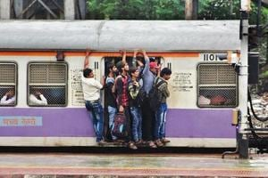 Mumbai travel woes: Rail fracture delays Kasara-bound CR trains