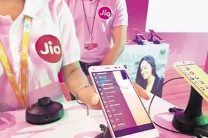 RIL plans to sell 200 million 4G feature phones in 2 years