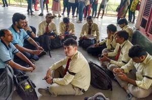 Delhi metro support staff hold token protest, warn of 'total shutdown'...