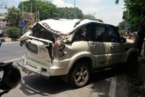 Speeding Scorpio overturns trying to save school van in west Delhi, 4...