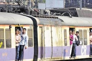 Mumbai commuters hassled as rail fracture on CR delays suburban...