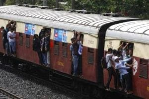 18-year-old student dies after falling off moving train in Mumbai