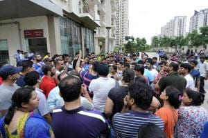 Noida: Mahagun residents allow banned helps to resume work