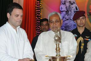 Nitish Kumar to meet Rahul Gandhi today amid rumblings in Bihar...