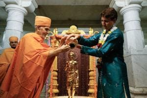 Canada PM Justin Trudeau goes 'desi' during temple visit in Toronto