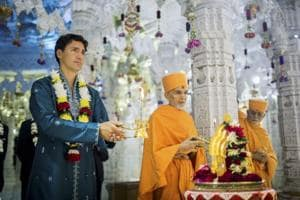 Trudeau, in kurta-pyjama,  does aarti at Hindu temple and hails...