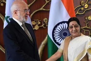 Visiting Iraqi foreign minister Ibrahim al-Jaafari  with his Indian counterpart Sushma Swaraj.