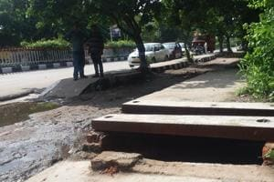 Businessman dies after falling into open drain in Delhi's Mayur Vihar