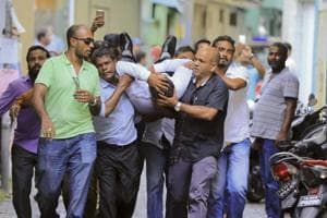 Security forces shut Maldives Parliament, leading to clashes