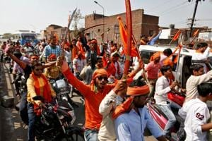 Hindu Yuva Vahini members beat up student for online comments on...