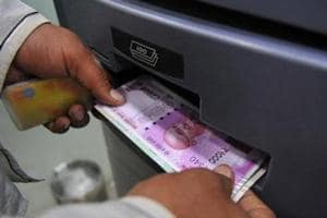 Small traders reluctant to accept Rs2,000 notes
