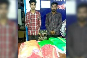 Srikant Gupta (R) stole the sarees from a shop in Bilaspur. His wife and cousin (seen with him in picture) were arrested with him.