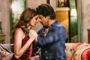 Jab Harry Met Sejal: Shah Rukh Khan can charm a microphone, says...