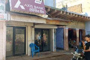 ATM rains cash, dispenses ₹500 notes instead of ₹100