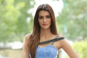Happy birthday Kriti Sanon: Check out her Bareily Ki Barfi-themed cake...