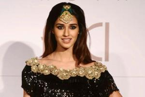 Disha Patani, Bhumi Pednekar, Athiya Shetty walk the ramp at India...