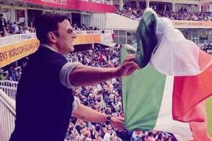Akshay Kumar insists he was holding the Indian tricolour the right way...