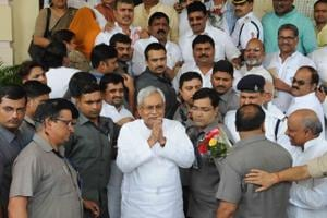 JD (U) Bengal unit unhappy over Nitish joining hands with BJP in Bihar