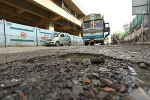 Noida: Potholes, absence of cops leads to snarls on Road No 6
