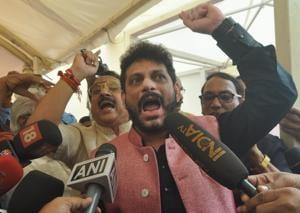 Making Vande Mataram mandatory for Maharashtra students: Tempers flare...