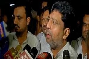 Karnataka Congress MP claims Gujarat MLAs in Bengaluru to visit...