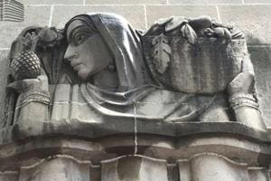 Rich relief sculpted figures decorate the facade of New India Assurance Building in Fort. Along with modern elements, traditional imagery of deities and toiling farmers was depicted.