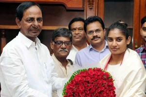Mithali Raj reaches Hyderabad amid fanfare; CM awards plot and Rs 1...