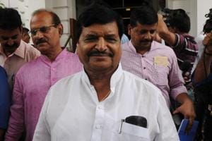 Senior SP leader Shivpal Yadav has been repeatedly asking Akhilesh Yadav to hand over the reins of the party to his father Mulayam Singh Yadav to avert a split.