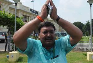 Khurshid Ahmed chants 'Jai Shree Ram' outside the Bihar assembly in Patna on Friday. (AP Dube / HT Photo)