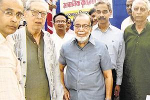 (L to R) Narendra Dabholkar, Shreeram Lagoo, Taher Poonawala and Baba Adhav (extreme right).