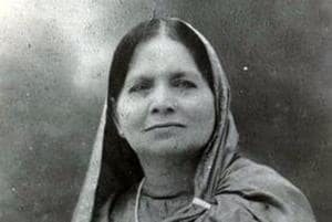 When Gandhi launched the Civil Disobedience movement, Lady Sakinatul Fatima discarded the purdah, bought a charkha for daily use and wore nothing but Khadi