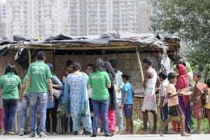 With piping hot food,Noida Robinhoods try to bridge resident-migrant...