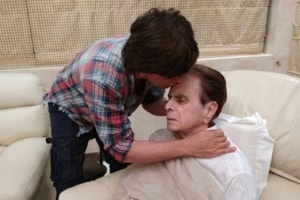Shah Rukh Khan visits Dilip Kumar and their pics together will warm...