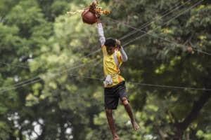 Govindas in Mumbai rise above prize, enjoy dahi handi celebration