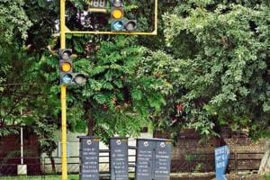 A traffic light point without a CCTV camera on the road separating Sectors 23 and 24.