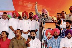 Local bodies minister Navjot Singh Sidhu, along with Congress leaders, addressing a public meeting on the martyrdom day of Shaheed Master Karnail Singh Isru in Khanna, on Tuesday.
