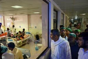 Children receive treatment in the Encephalitis Ward at the Baba Raghav Das Medical College Hospital in Gorakhpur district on August 16, 2017.
