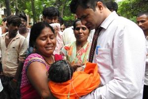 Gorakhpur child deaths | District magistrate cites oxygen shortage in...