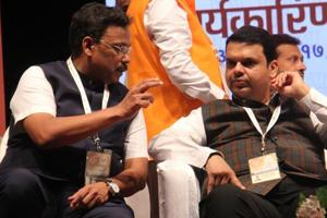 Prep talk for 2019 polls: Devendra Fandavis asks BJP cadre to reach...