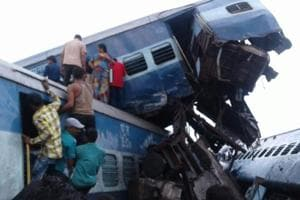 Utkal Express train derails in UP's Muzaffarnagar, 6 coaches topple, 5...