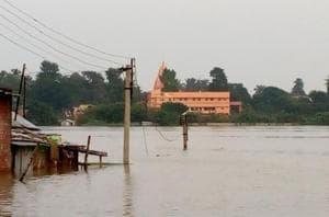 Bengal floods: Lakhs affected, shortage of  relief material leads to...