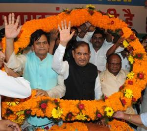 JD (U) 'dissenter' Sharad Yadav at a 'Jan adalat' organised by his supporters in Patna, on Saturday.