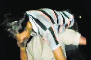 Noida cops carry injured man for 3 km, lauded